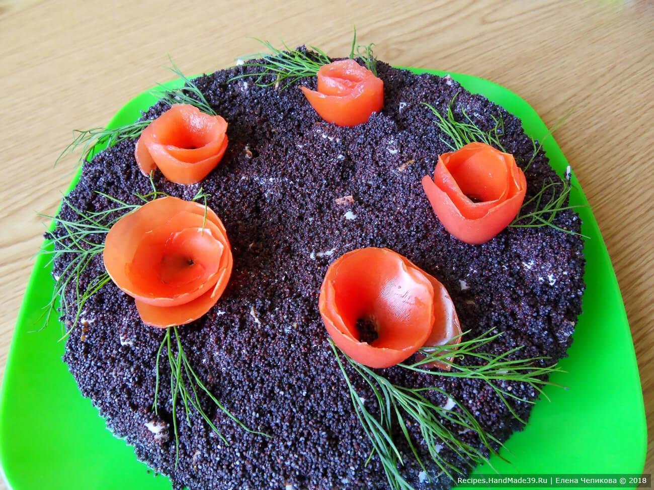 Многослойный салат «Маковое поле» с карбонадом, сухариками и помидорами – пошаговый рецепт с фото