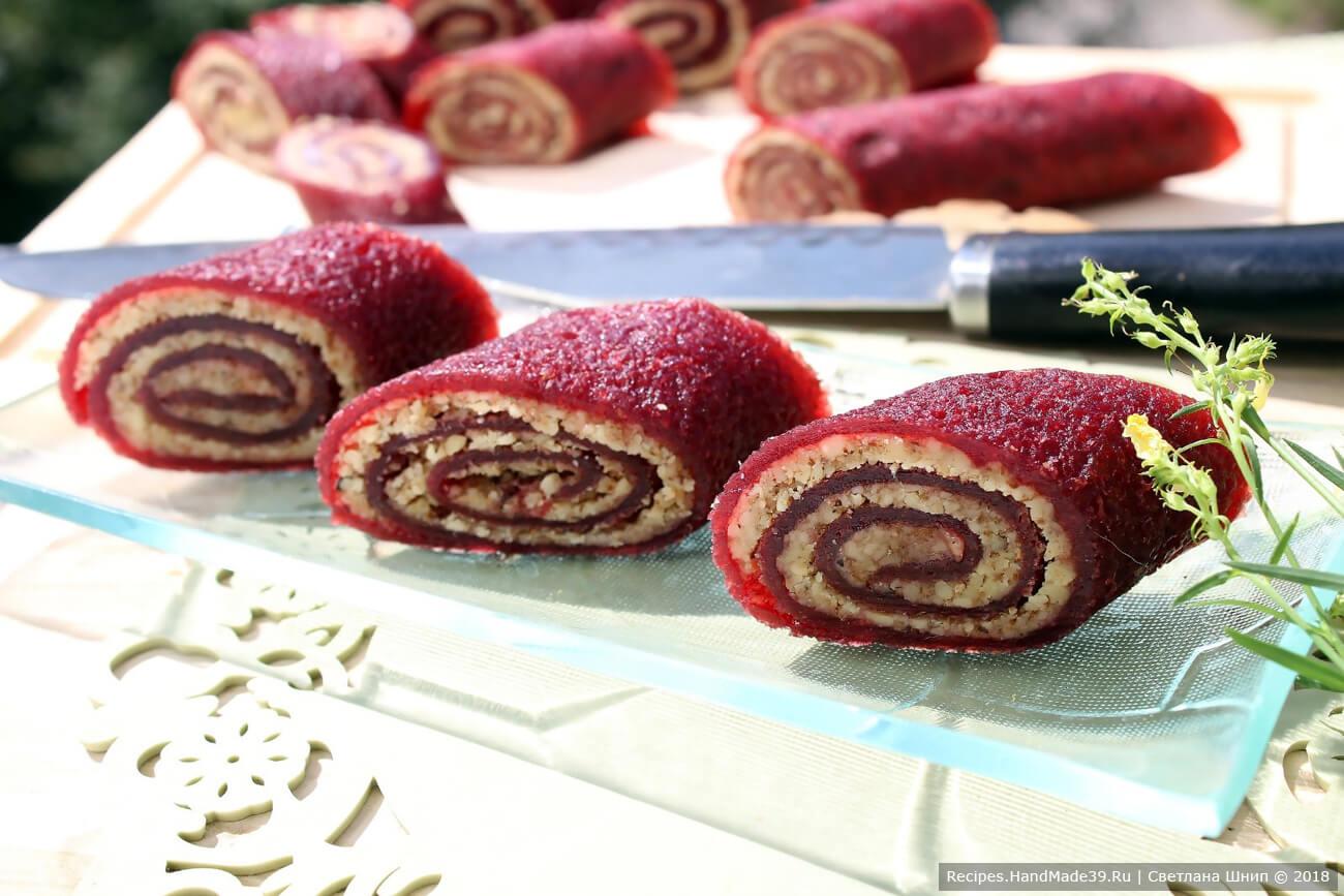 Фруктово-ореховая пастила из компота – фото шаг 11. Пастилу нарезать на ломтики. Приятного аппетита!
