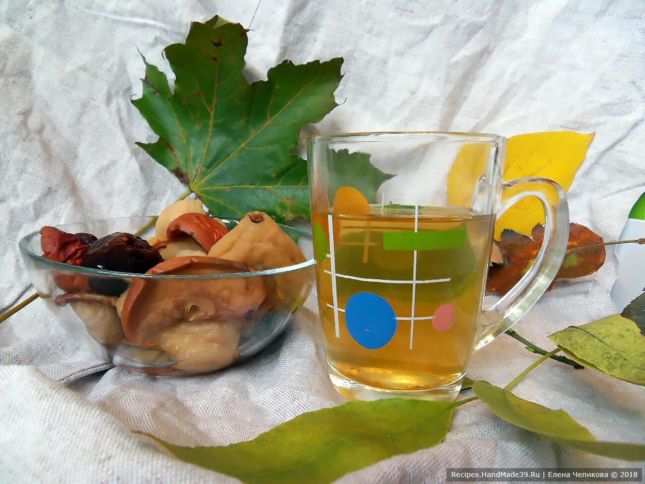 Яблочный взвар с инжиром и черносливом