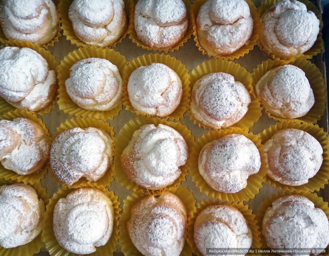 Круглые заварные пирожные с заварным кремом
