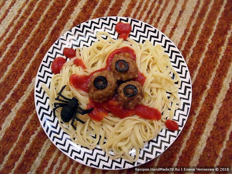 Что быстро приготовить на Хеллоуин. Рецепт №2. Тефтели со спагетти «Вырви глаз»