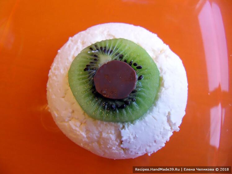 Что быстро приготовить на Хеллоуин. Рецепт №3. Творожный десерт «Глаз вампира». Шаг 2