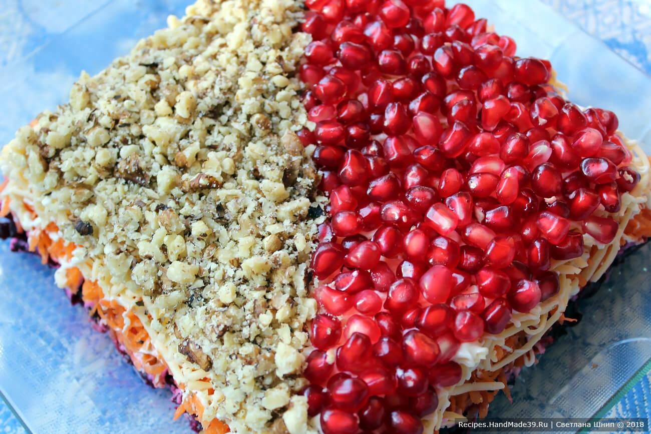 Салат «Любовница» со свёклой – фото шаг 9. Верхний слой: половина – орехи, вторая половина – зёрна граната