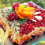 Яркий овощной салат с орехами и гранатом