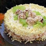 Салат с копчёным колбасным сыром и грибами