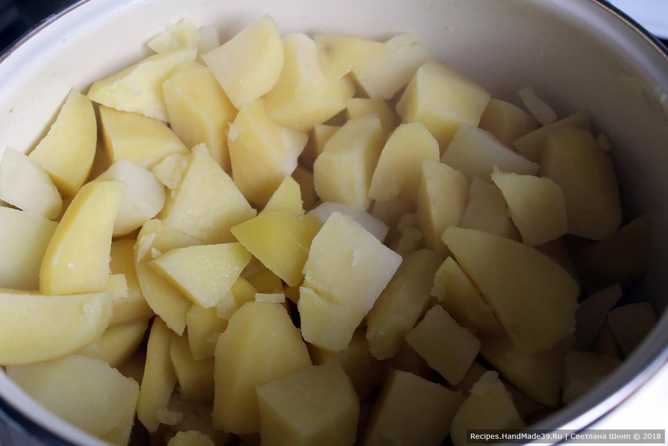 Картофель вымыть, очистить. Отварить до готовности