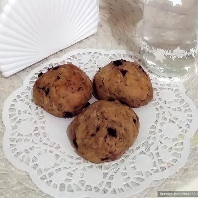 Простые булочки из домашнего дрожжевого теста с черникой