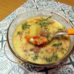 Сытный суп из плавленых сырков с фрикадельками и болгарским перцем