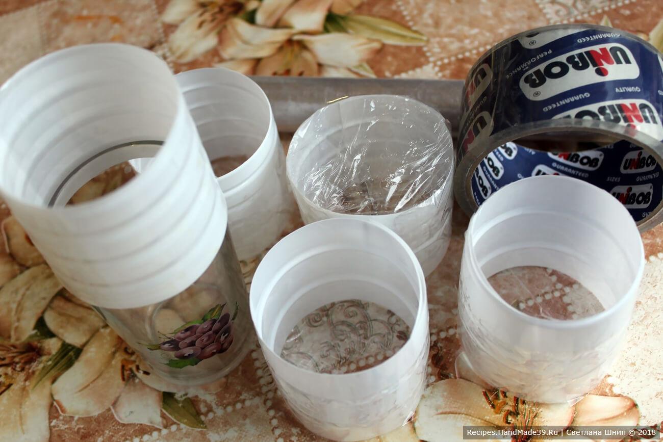 Кулинарные кольца можно изготовить самостоятельно из пластика, плотного целлофана (например, из офисного файла)