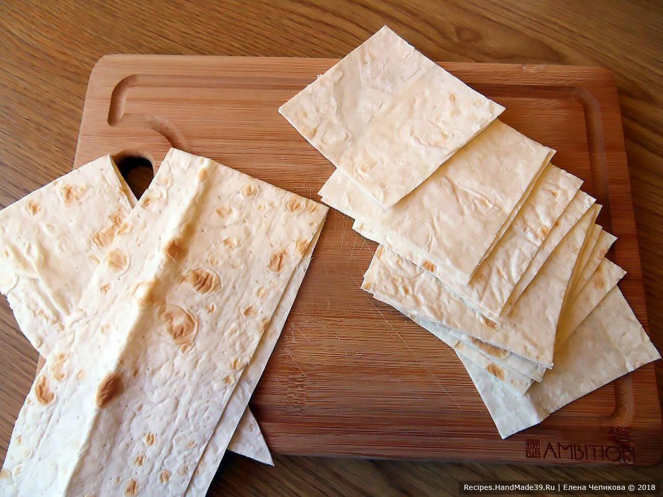 Тонкий армянский лаваш разрезать на квадратики со стороной 7 см