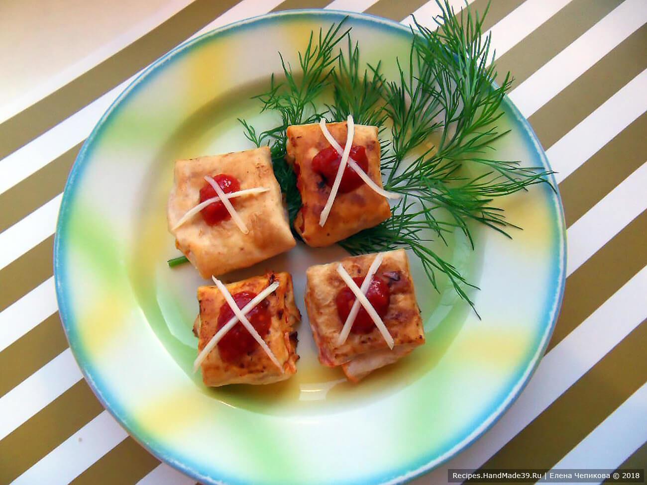 Пикантные конвертики из лаваша с сыром