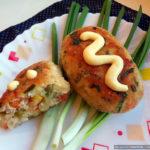 Картофельно-куриные котлеты с кукурузой и горошком
