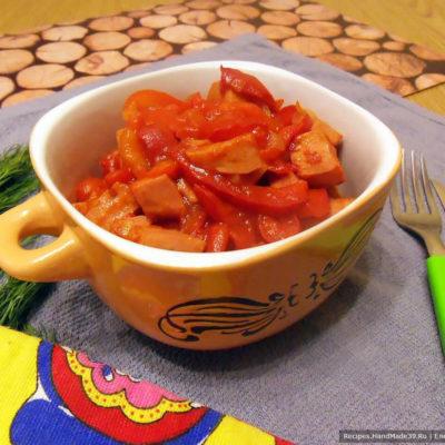 Гуляш из варёной колбасы с болгарским перцем