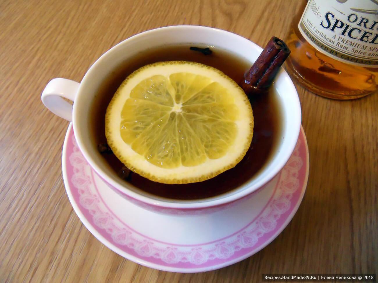 Подавать чай горячим, но не обжигающим. Приятного аппетита!