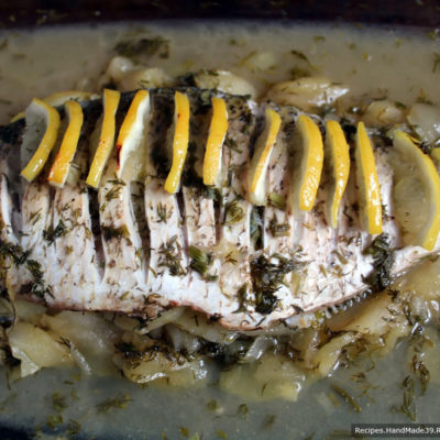 Далее запекать открытую рыбу в духовке, разогретой до температуры 180 °С