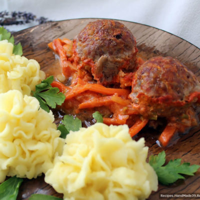 Гречаники из индейки, запечённые в духовке в томатном соусе