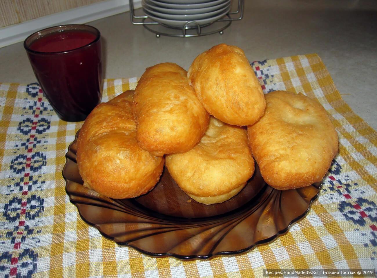 Пушистые жареные пирожки из домашнего дрожжевого теста с творогом
