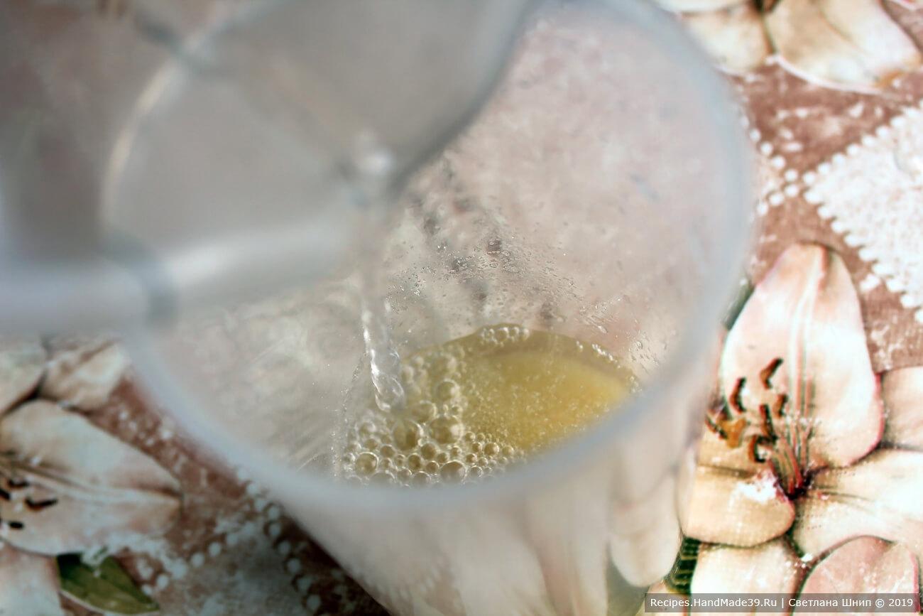 Довести желатин почти до кипения, но не кипятить