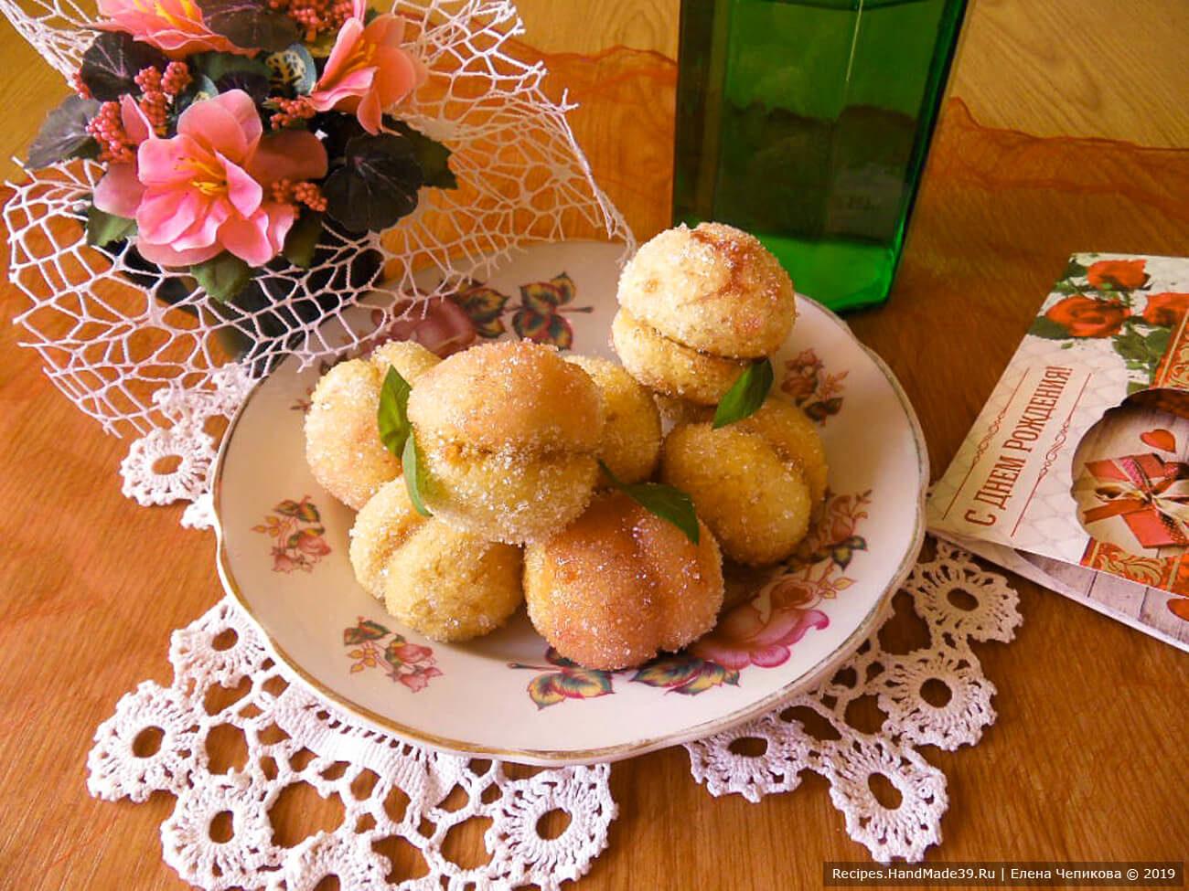 Пирожные «Персики» с варёной сгущёнкой