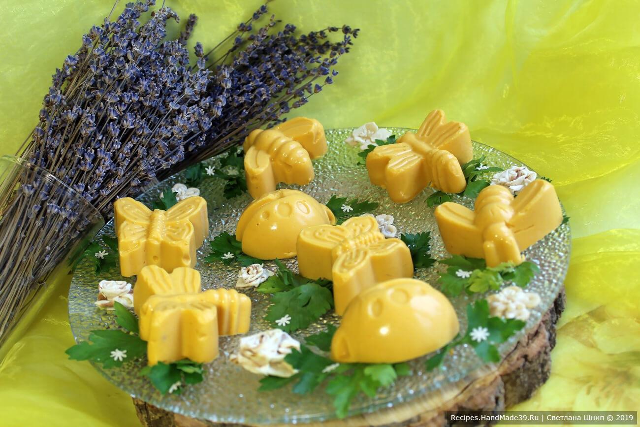Мы рассказали вам, как сделать диетическое тыквенное желе с курицей – пошаговый рецепт с фото. Приятного аппетита!
