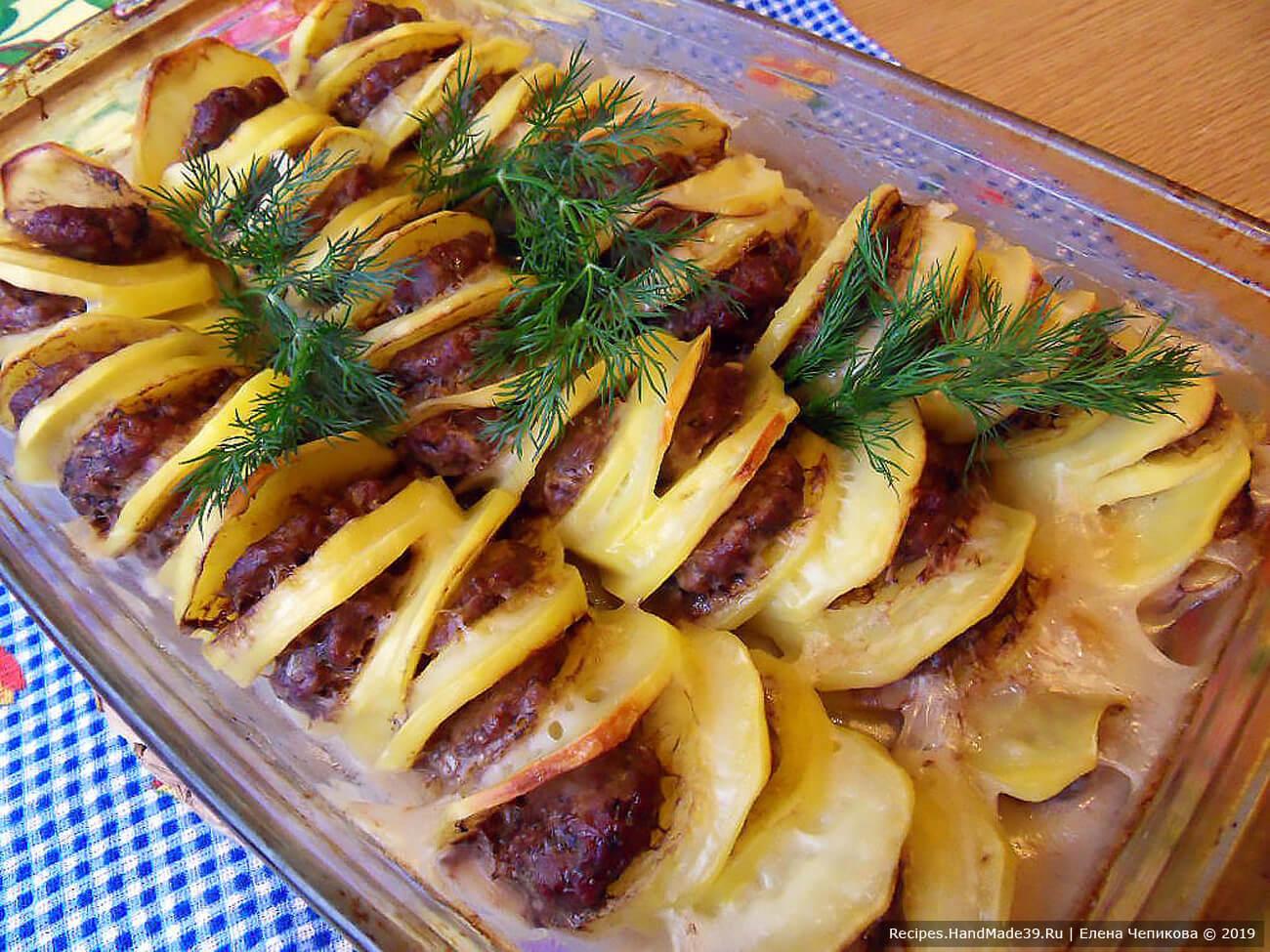 Запекать около 40 минут в духовке, разогретой до температуры 180 °C. «Пьяный картофель» с фаршем готов, приятного аппетита!