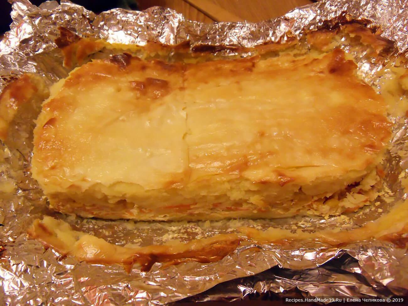 Запекать в духовке, разогретой до температуры 200 °C, до появления золотистой корочки