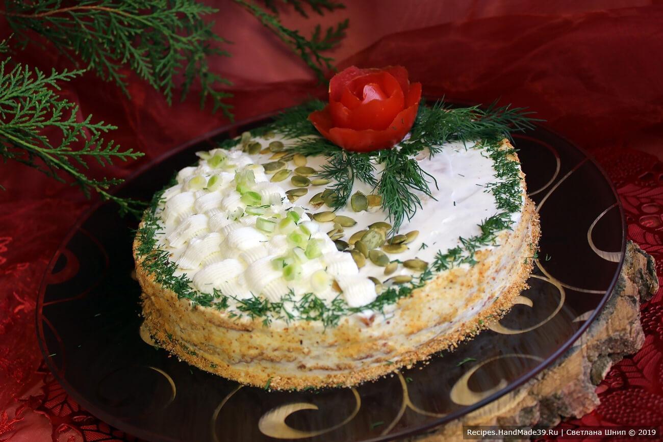 Получившийся закусочный тыквенный тортик украсить по своему усмотрению. Приятного аппетита!