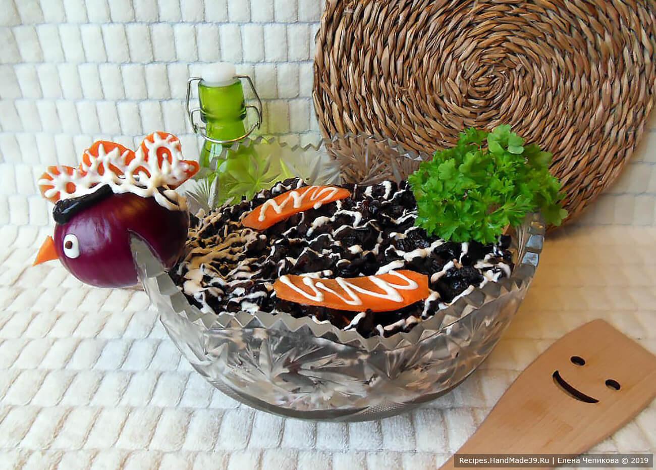 Салат с черносливом «Чёрная курица»