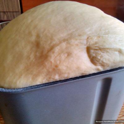Получившееся тесто для жареных пирожков с картошкой и грибами