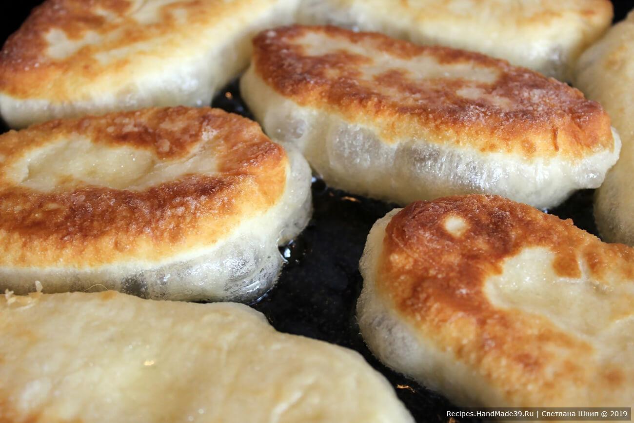 У нас получились вкусные жареные пирожки с картошкой и грибами, приятного аппетита!