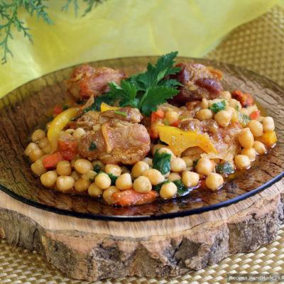 Гуштнут – вкусное мясо с горохом нут и овощами – готов, приятного аппетита!