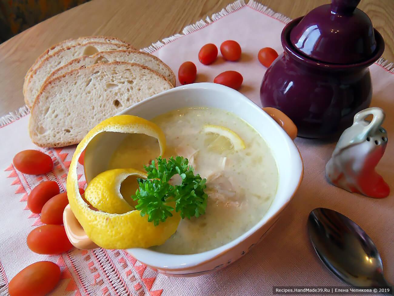 Таронский (армянский) куриный суп с перловкой и лимоном следует подавать с зеленью. Приятного аппетита!