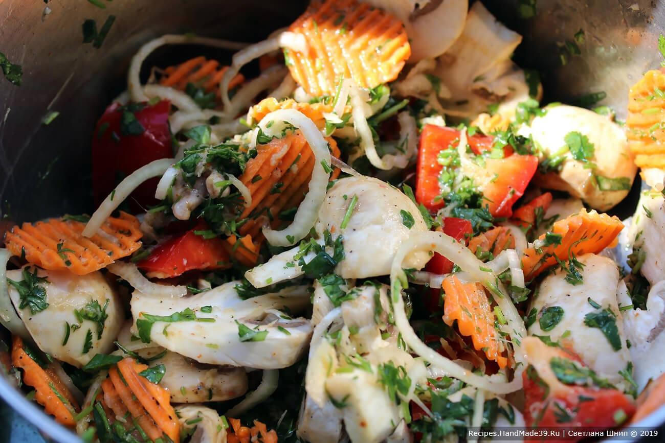 Овощи (болгарский перец, кабачок, репчатый лук, баклажан – любые по желанию) вымыть, очистить, нарезать. Полить оставшимся от маринования барабульки соусом, оставить пропитаться