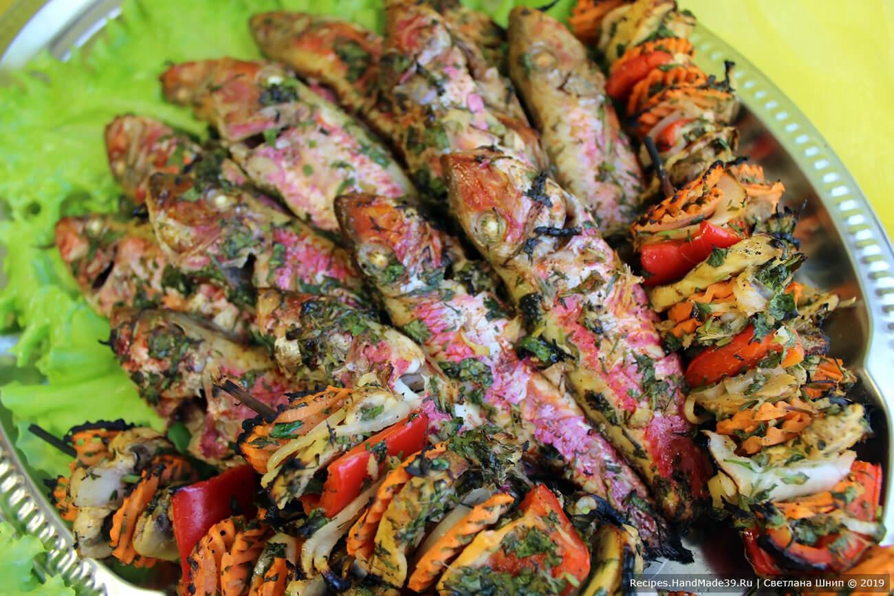 Барабулька на домашнем гриле с овощными шашлычками готова. Овощи и рыба прекрасно дополняют друг друга. Приятного аппетита!