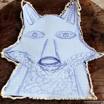 Вырезать из бумаги шаблон с нарисованной мордочкой лисы