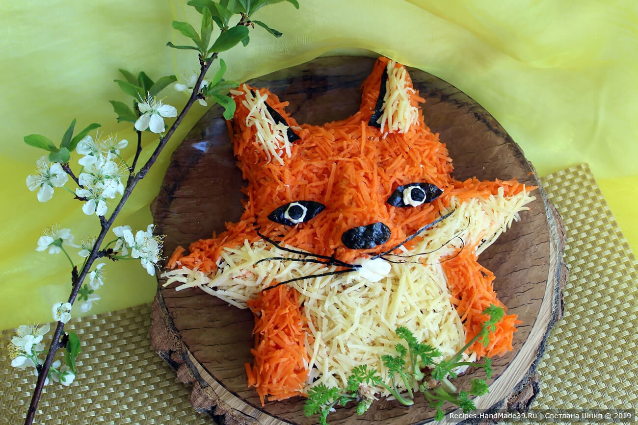 Морковный салат с сыром и изюмом «Лисичка»