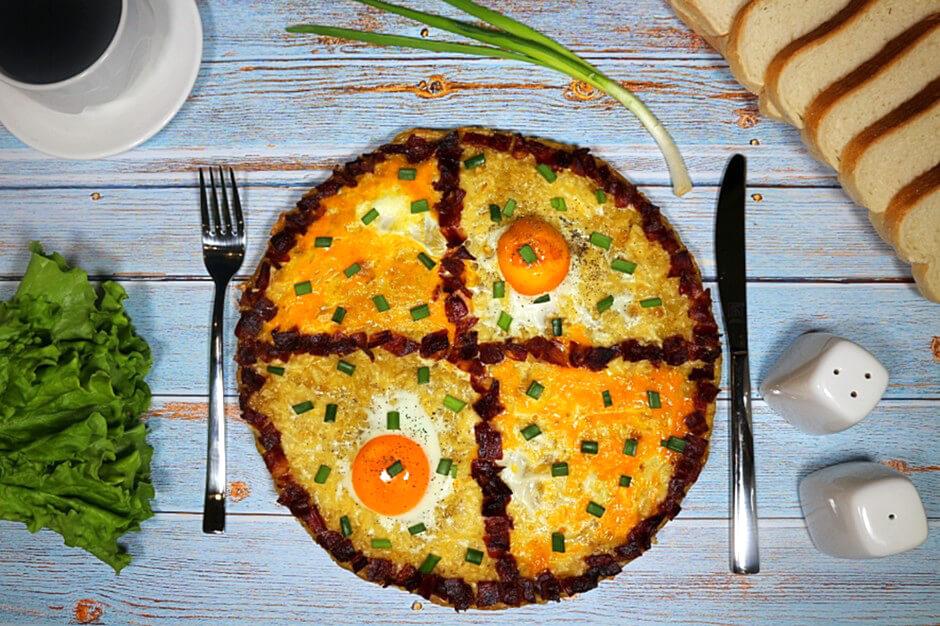 Американский драник хашбраун с яйцом и беконом