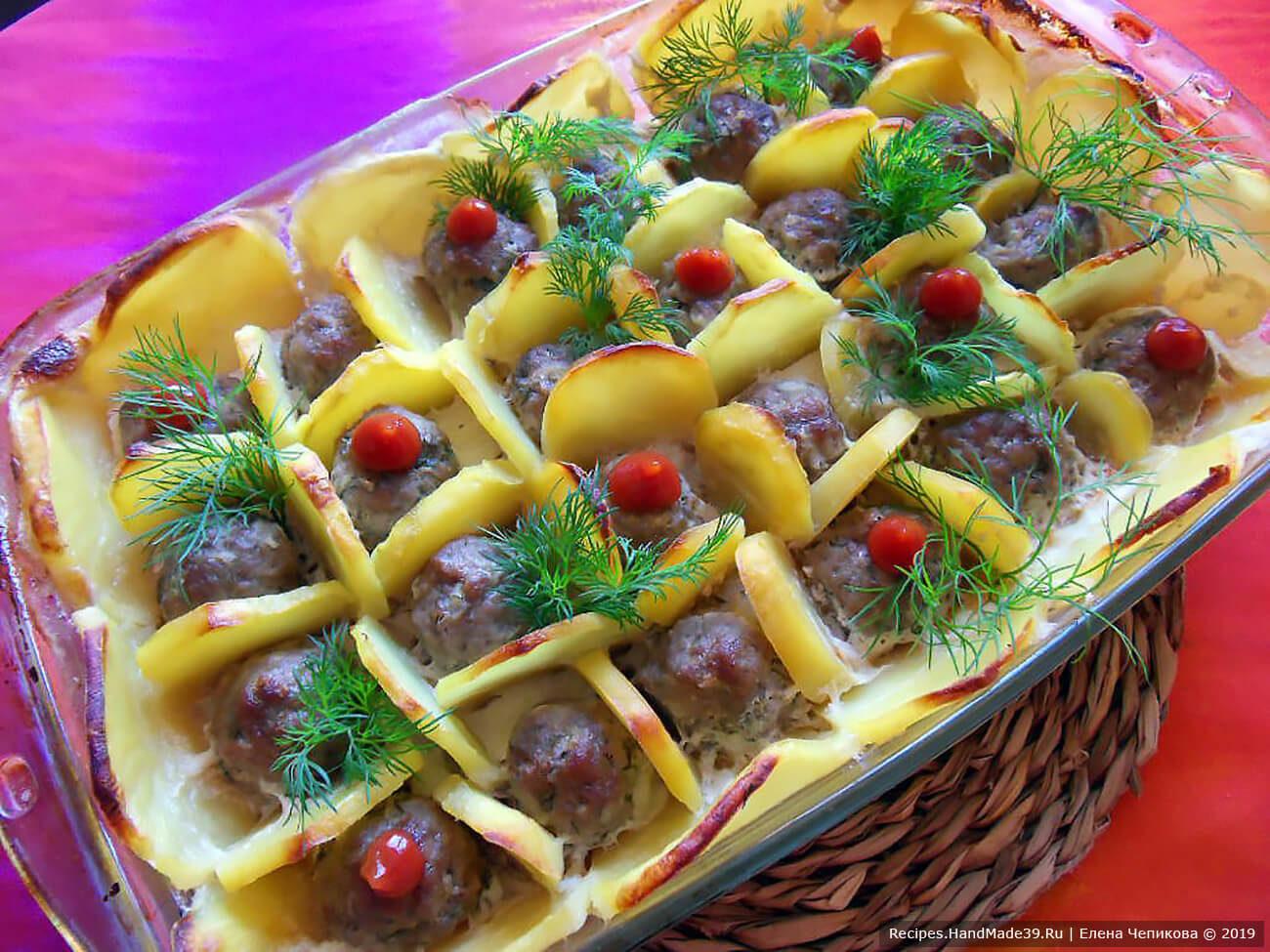 Фрикадельки в картофельных cотах под сливками