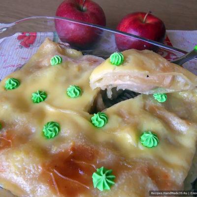 Яблочная лазанья с ванильным соусом