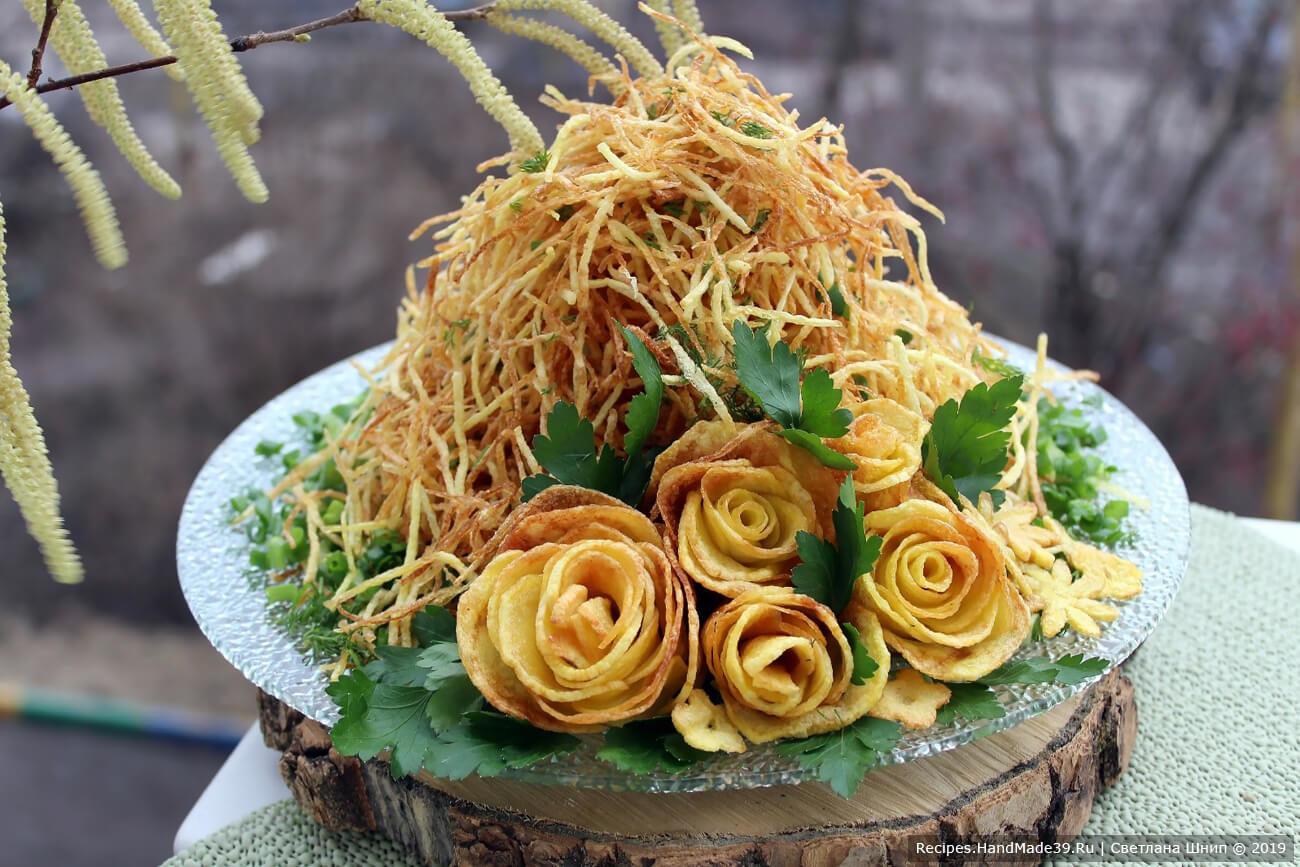 Салат «Муравейник» с курицей, овощами и картофельной соломкой