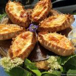 Карельские калитки – открытые пирожки из ржаной муки с картошкой