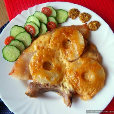 Сочная свинина с ананасами и сыром, запечённая в духовке