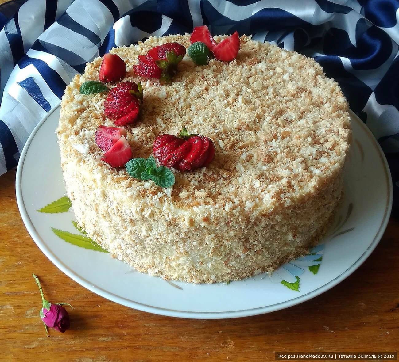 Снять форму, оставшейся крошкой украсить бока торта. Приятного аппетита!