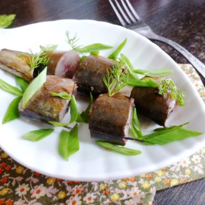 Копчёная скумбрия в луковой шелухе – пошаговый рецепт с фото