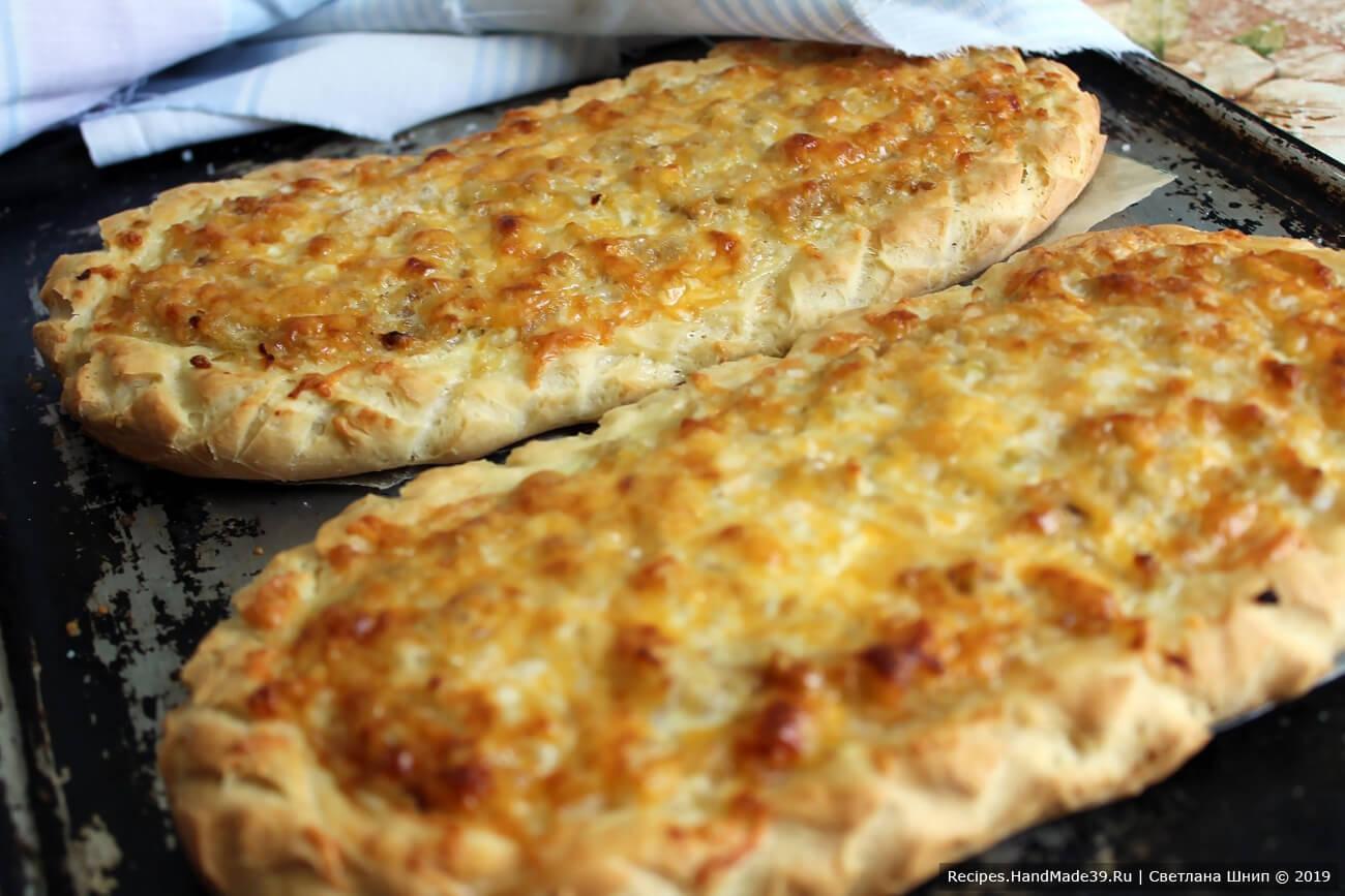 Швабские луковые пироги выпекать 30 минут в духовке, предварительно разогретой до температуры 190 °C. Приятного аппетита!