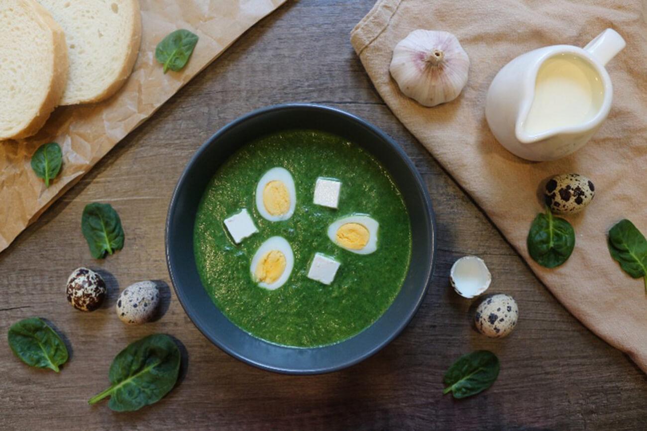В готовый шечаманды добавить нарезанный кубиком сыр сиртаки (или сулугуни, или брынзу, или фету) и перепелиные яйца. Приятного аппетита!