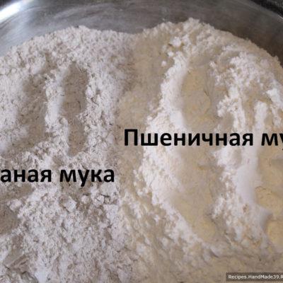 Добавить ржаную и пшеничную муку