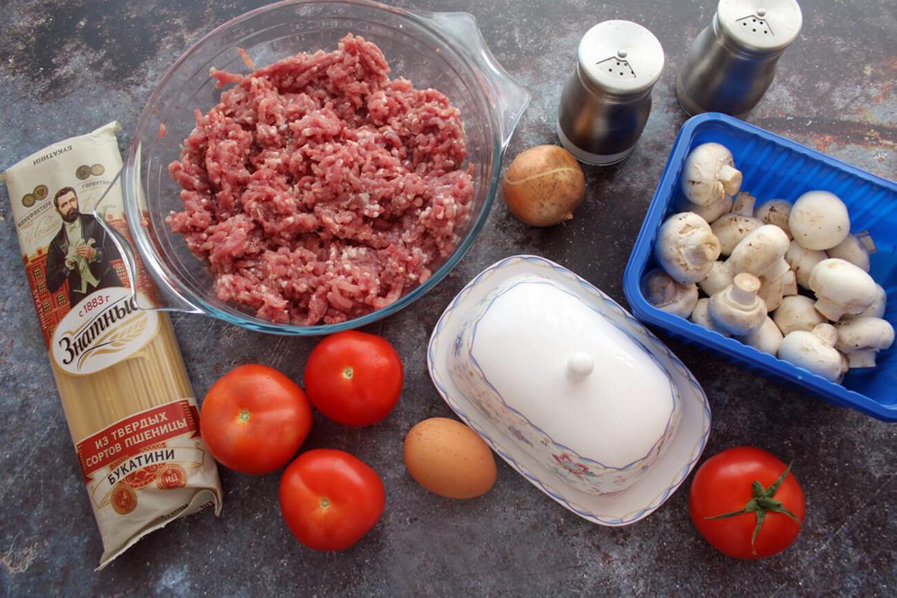 Подготовим ингредиенты для нашего тимбаля с фаршем и шампиньонами