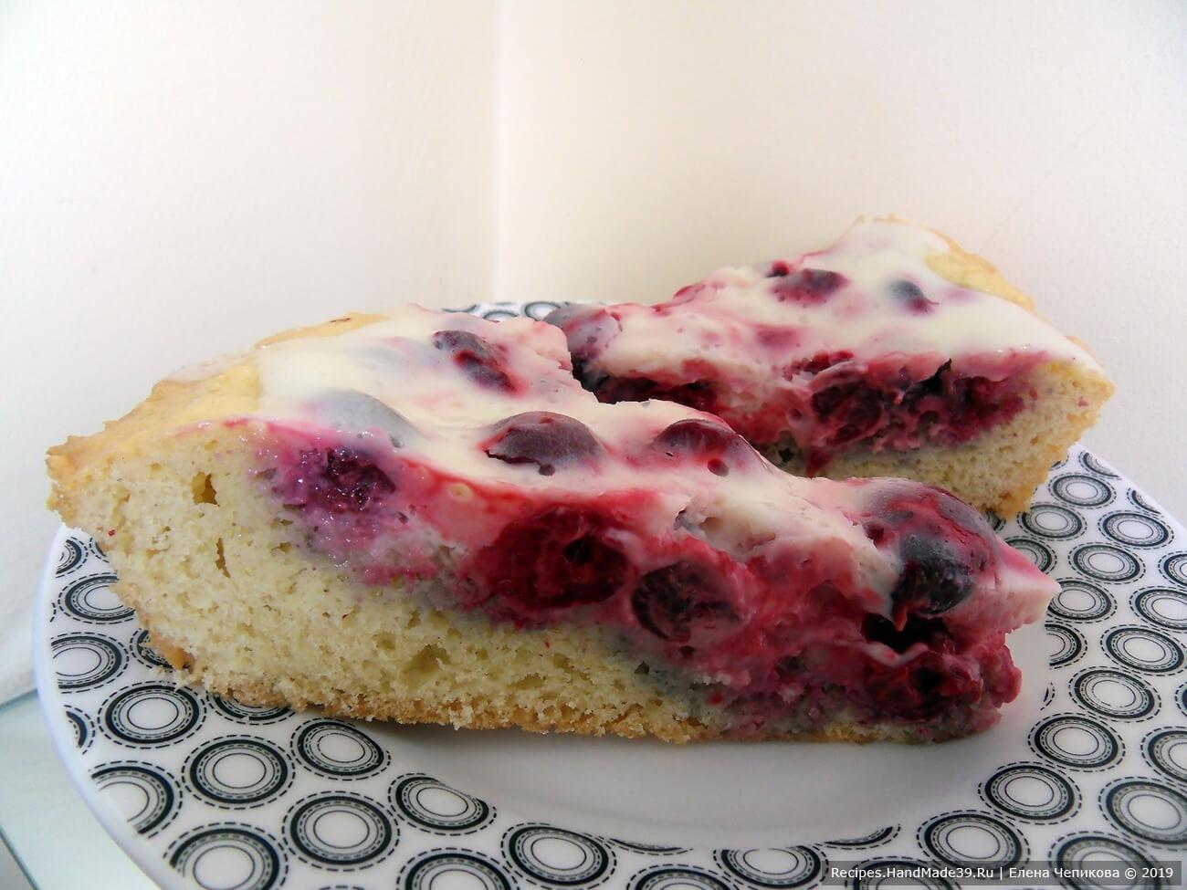 Подождать, пока пирог остынет и поместить в холодильник минимум на 2 часа (лучше на ночь). Приятного аппетита!