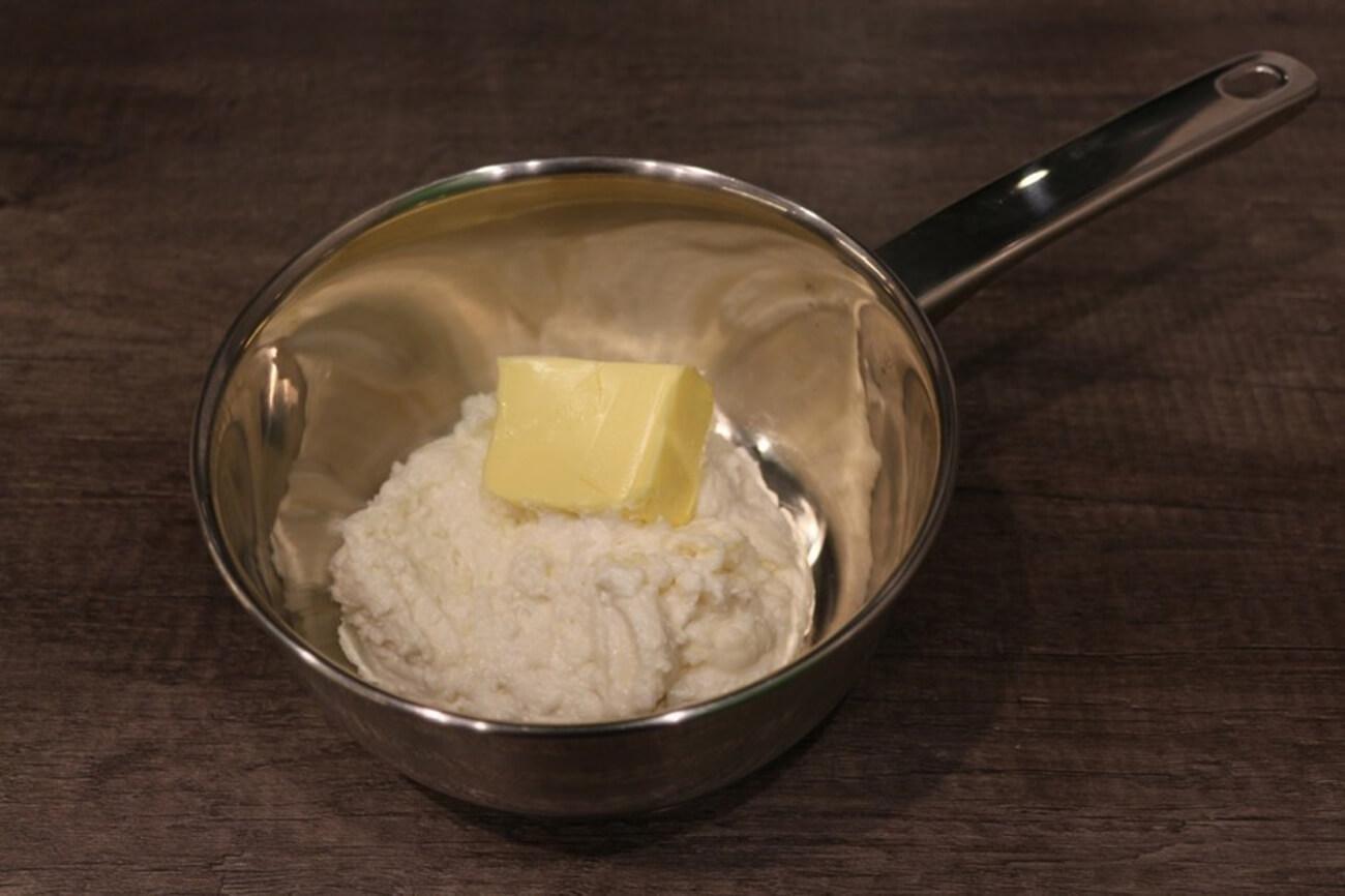 Добавить мягкое сливочное масло